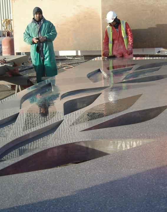 表面經打磨,含黑色嵌石和鏤空等藝術處理的預制混凝土構件
