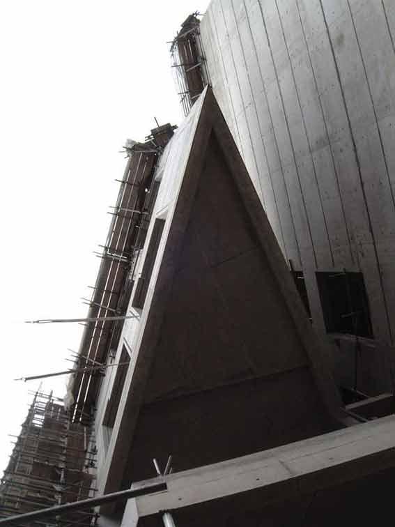 2号办公楼的悬挑,象充满力度的船头