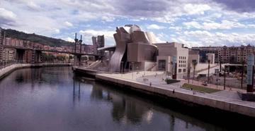西班牙的毕尔巴鄂博物馆。它开创了标志性建筑的趋势
