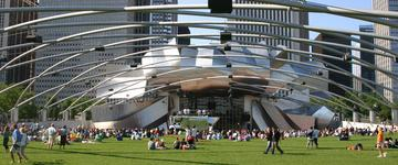 """芝加哥""""千年公园?#20445;∕illennium Park)的普利兹克露天音乐厅,是盖里的最精细的建筑。它促进了有活力的公众生活,并且为""""千年公园""""创新了一个""""真正的中心"""