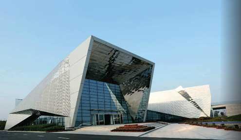 青岛西海岸经济新区规划展览馆的主体造型从战舰与战斗机中获得